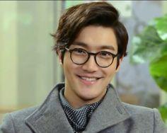 His smile melts me. super junior choi siwon in the drama king of dramas