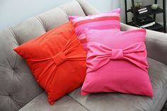 NEED to make these with my worn out pillows in storage to match the new bed set.