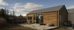 Arthurs Point Fox House designed by Team Green Architects Architect House, Architect Design, Beautiful Space, Beautiful Homes, Exterior Design, Interior And Exterior, Passive House Design, Compact House, Black Barn