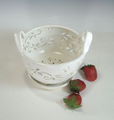 Ceramic Fruit Bowl Berry Bowl Colander with coaster dish handcarved