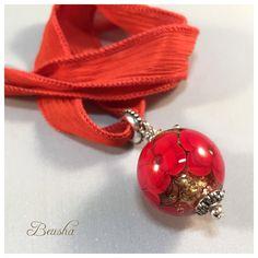 Ein persönlicher Favorit aus meinem Etsy-Shop https://www.etsy.com/de/listing/293956411/glittery-handmade-lampwork-single-bead
