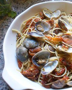 Espaguetis a la Vongole o spaguetti alle vongole