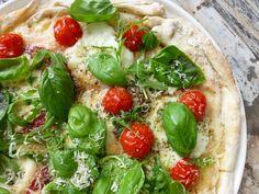 Homemade pizza bianca met salami (kan ook met rauwe ham ipv salami)