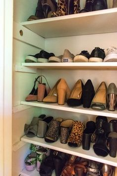 custom shoe Two easy tutorials to DIY your own custom shoe closet over the weeke. custom shoe Two easy tutorials to DIY your own custom shoe closet over the weekend. Shoe Organizer, Closet Organization, Closet Storage, Diy Storage, Organizers, Weekend Projects, Diy Projects, Custom Closets, Diy Décoration