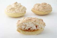 Hertzoggies are light, puffy pastry tartlets with a delectable apricot jam meringue filling. It may remind you of Louise slice. Hertzoggies are named after General Hertzog, who was South Africa's Prime Minister between 1924 and South African Desserts, South African Dishes, South African Recipes, Biscuit Cupcakes, Something Sweet, Confectionery, International Recipes, Cookie Recipes, Baking Recipes