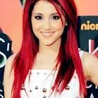Ariana Grade <3 wishing I could pull off her hair