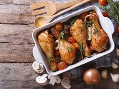 cuisse de poulet, concentré de tomates, cube de bouillon, eau, jus de citron, curry, curcuma, basilic, sel