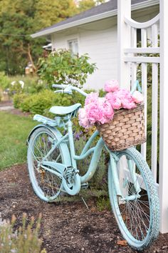 Learn how I painted my bike blue in 30 minutes because sometimes a girl just wants a vintage bike in the color of sky blue   #vintagebike #romantichomes #cottagehome #yardandgarden #farmhouse #fixerupperstyle #frenchfarmhouse #diycrafts #diyprojects