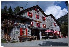 Italia Val Malenco Rifugio Lago Pala Trekking, Cabin, House Styles, Home Decor, Italy, Decoration Home, Cabins, Cottage, Interior Design