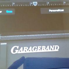 Treballant sobre les noves prestacions del #garageband! És dur, el #socialmedia , però algú ho ha de fer! #instamusic #música