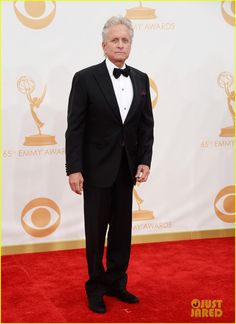Michael Douglas & Matt Damon - Emmy Awards 2013 | mattdamon michael douglas emmy awards red carpet 07 - Photo