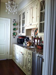 love the glass door design, how the middle cabinet is higher than ends, considering a sink in the bar area if space allows