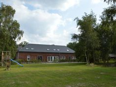 Holiday Home Kasteelboerderij Gunhof Swolgen Holiday Home Kasteelboerderij Gunhof is a holiday home is situated in Swolgen and is 45 km from Eindhoven. Guests benefit from patio.  The unit is fitted with a kitchen. A TV is provided.