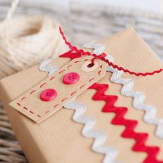 Make your Christmas presents extra special with hand-stitched gift tags! Super simple craft project with easy to follow photograph step-by-step instructions | Christmas Crafts