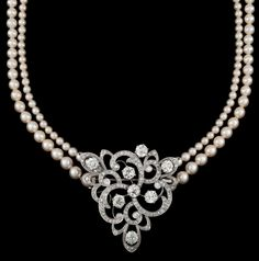 A diamond brooch/pendant with a two strand cultured pearl necklace, tot. app. 6 cts.  18k white gold. L. 40 cm.
