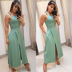 Simple Dresses, Casual Dresses, Dresses For Work, Modest Fashion, Fashion Dresses, A Line Kurti, Indian Gowns Dresses, Dress Neck Designs, Party Wear Dresses