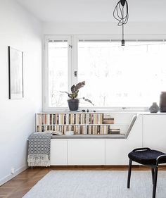 Who else would like a window seat like this? Get some design inspiration from the smart features of this clever window seat. Living Room Designs, Living Room Decor, Living Rooms, Casa Milano, Living Room Scandinavian, Scandinavian Style Home, Corner Seating, Corner Banquette, Banquette Seating