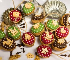 Diy And Crafts, Crafts For Kids, Walnut Shell, Christmas Mood, Shell Crafts, Acorn, Holiday Crafts, Projects To Try, Christmas Decorations
