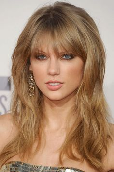 10 Brilliantly Effortless Ways to Jazz Up Your Look for Holiday Parties: Taylor Swift, 'Tousled Texture'