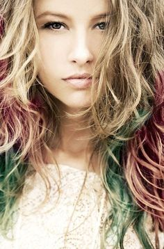 Temporarily color your hair with hair chalk #hothuez #hairchalk