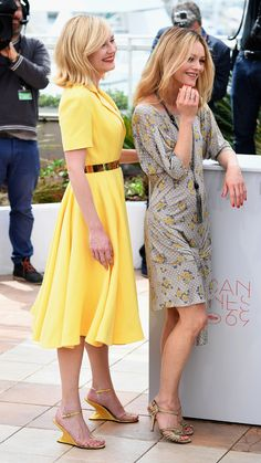Cannes by day: The stars at the photocall Kirsten Dunst dans Dior Vanessa Paradis, Modest Wedding Dresses, Nice Dresses, Dresses With Sleeves, Kirsten Dunst, Dior, Color Limon, Interview With The Vampire, Mode Simple
