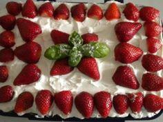 Φανταστικό φραουλογλυκό! Δροσερό, πανεύκολο, γρήγορο και κυρίως πεντανόστιμο! | Το site της παρέας μας Strawberry, Fruit, Food, Essen, Strawberry Fruit, Meals, Strawberries, Yemek, Eten