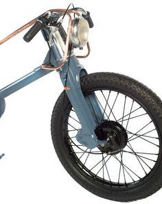 ハンドルは女性用自転車のものに交換されています