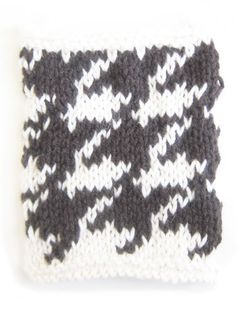my 1st martha stewart loom project, 1/2 way done! a little tricky at first, b...