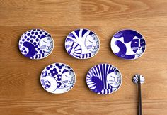 日本と北欧のコラボが豆皿で実現!有田焼にリサラーソンのねこ柄をあしらったかわいい豆皿は、そのまま飾っておいても絵になりますね。 (LISA LARSON JAPANSERIES/ごのねこ豆皿 有田焼)