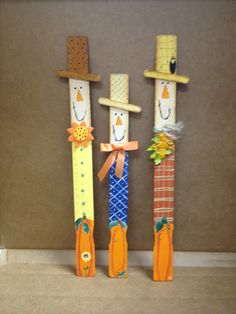 Scarecrow paint sticks Fall Wood Crafts, Halloween Wood Crafts, Scarecrow Crafts, Autumn Crafts, Thanksgiving Crafts, Holiday Crafts, Diy Crafts, Wood Scarecrow, Scarecrows