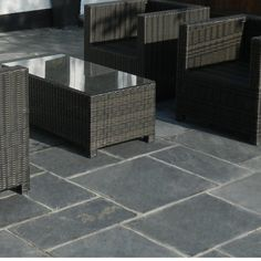This Natural Paving black slate Paving has sawn sides and a slightly riven surface. Slate has a light satin sheen and suits both traditional and contemporary style garden design themes. The black shades of slate are mainly steely grey, but have Slate Paving, Paving Slabs, Backyard Garden Design, Backyard Landscaping, Landscaping Ideas, Slate Garden, Garden Path, Flagstone, Contemporary Landscape