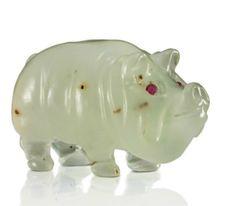 A CARVED BOWENITE MODEL OF A PIG BY FABERGÉ, CIRCA 1900