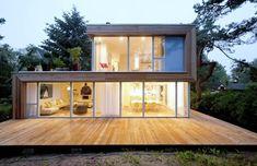 Dieses deutsche Einfamilienhaus ist ein Neubau, der in Holzrahmenbauweise auf einem bestehenden massiven Untergeschoss steht. Unsere Experten der Cubus Projekt GmbH setzen diese Ansprüche in ein wundervolles Einfamilienhaus um.