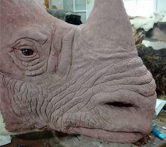Esculpiendo un rinoceronte indio Fauna, Taxidermy, Mammals, Lion Sculpture, Elephant, Statue, Rhinoceros, Animals, Elephants