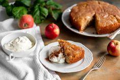 Mikä voisi olla suomalaisempi alkusyksyn tuote kuin kotimaiset omenat, joita kasvaa omissa puutarhoissa. Jos omaa omenapuuta ei olekaan, löytyy kotimaiset omenat myös kaupan hyllyltä. Omenoista valmistat mehevän keikauskakun helpolla tavalla. Tarjoa seuraksi vaniljavaahtoa, kermavaahtoa tai vaniljajäätelöä. Joko, Margarita, Muffin, Beef, Breakfast, Meat, Morning Coffee, Margaritas, Ox