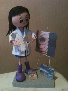Fofucha pintora personalizada para regalo de cumpleaños. Es para una artista de 17 años, lo mejor es que son sus propios cuadros.
