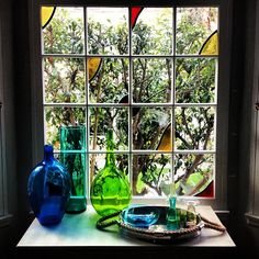 Some pretty glass by the windowsill Window Ledge, Window Sill, Kitchen Window Decor, Looking Out The Window, Glass Collection, Terrarium, Home Accessories, Stained Glass, Glass Vase