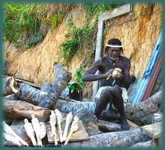Melvin Bodden Palanca an eclectic award winning artist. His art blankets the island of Roatan, Honduras. With his vision he captures the island life around him and a new creature is born. Roatan, Island Life, Honduras, Wood Carving, Islands, Creatures, Artist, Wood Sculpture, Wood Carvings