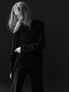 Approaching Autumn/Winter Warsaw based THISISNON again challenges my task of writing about them without using the phrase fashion brand. Minimal Look, Minimal Classic, Fashion Shoot, Editorial Fashion, Total Black, Minimalist Fashion, Modern Minimalist, Black Wool, Types Of Fashion Styles