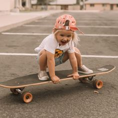 Rosie is skateboard obsessed and has been doing lessons with daddy! She seriously loves it and she is already better than me 🤷🏼♀️ here are some pics from her latest lesson 💗 # cute kids 5 Beautiful Minimalist Bedrooms — 204 PARK So Cute Baby, Baby Kind, Cute Babies, Cute Baby Stuff, Fashion Kids, Tomboy Fashion, Fashion Wear, Fashion Outfits, Foto Baby