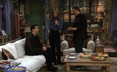 Friends Ross And Rachel, Friends Season 3, Friends Tv, Rachel Green Outfits, Friend Outfits, Fashion Tv, Coffee Shop, Cool Outfits, Winter Outfits