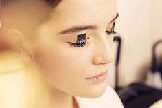 5 Beauty Lessons From the Pre-Fall Collections: From Wind-Whipped Waves to the Modern Glitter Eye