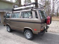 Gorgeous pre-runner style van.