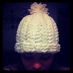 Crochet hat made with bernat blanket yarn. Chunky Crochet Hat, Crochet Cord, Crochet Kids Hats, Baby Hats Knitting, Crochet Baby, Irish Crochet, Bernat Baby Yarn, Crochet Dishcloths, Chrochet