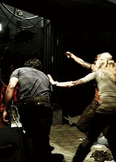 """bellarke-stydia: """"clarke is touching bellamy. why are people not making gifs of this? they only gif bellamy touching clarke. but clarke is touching bellamy. i've seen it before but you know i'm rewaching and it feels like sth new - """" Top Tv Shows, Best Tv Shows, Movies And Tv Shows, Favorite Tv Shows, Bellarke Tumblr, The 100 Season 1, Bellamy The 100, Grey's Anatomy, The 100 Show"""
