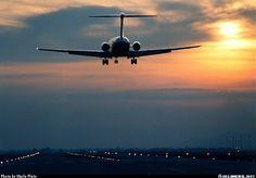 McDonnell Douglas DC-9-32 Mcdonald Douglas, Fighter Jets, Aviation, Aircraft, Sunset, Airplanes, Division, Travel, Planes