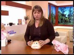 Silvia Nieruczkow - Bienvenidas TV - Caja Portacosméticos con Muñeca Soft - YouTube