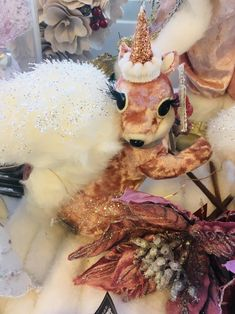 Michelle Newten from AOK Angels of Kindness The Aussie Angel Lady Author of the Angel Feather Oracle and other tiles known as the Angels Toolbox Christmas Gift Decorations, Christmas Gifts, Christmas Ornaments, Holiday Decor, Victoria Australia, Centre, Emerald, Healing, Xmas Gifts