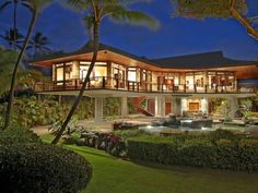 architecture North Shore Beachfront Home 28 Oceanfront Residence in Hawaii Displaying A Creative Design Approach -- the main house at the resort. Post Bank, Hawaiian Homes, Beachfront Property, Beachfront House, Home Modern, Modern Homes, House On Stilts, Stilt House Plans, Luxury Homes