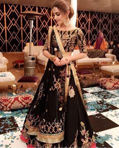 The latest collection of Lehenga choli designs online on happyshappy! Also available in simple, wedding, bridal, rajasthani styles images, find hairstyle on lehengas cholis ideas and save your favourite once. Indian Lehenga, Lehenga Sari, Heavy Lehenga, Black Lehenga, Indian Wedding Outfits, Pakistani Outfits, Bridal Outfits, Indian Outfits, Bridal Dresses